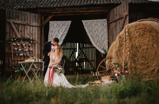 Sesja ślubna w starej stodole, fotografia ślubna