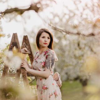 sesja w kwitnącyc wiśniach Ania