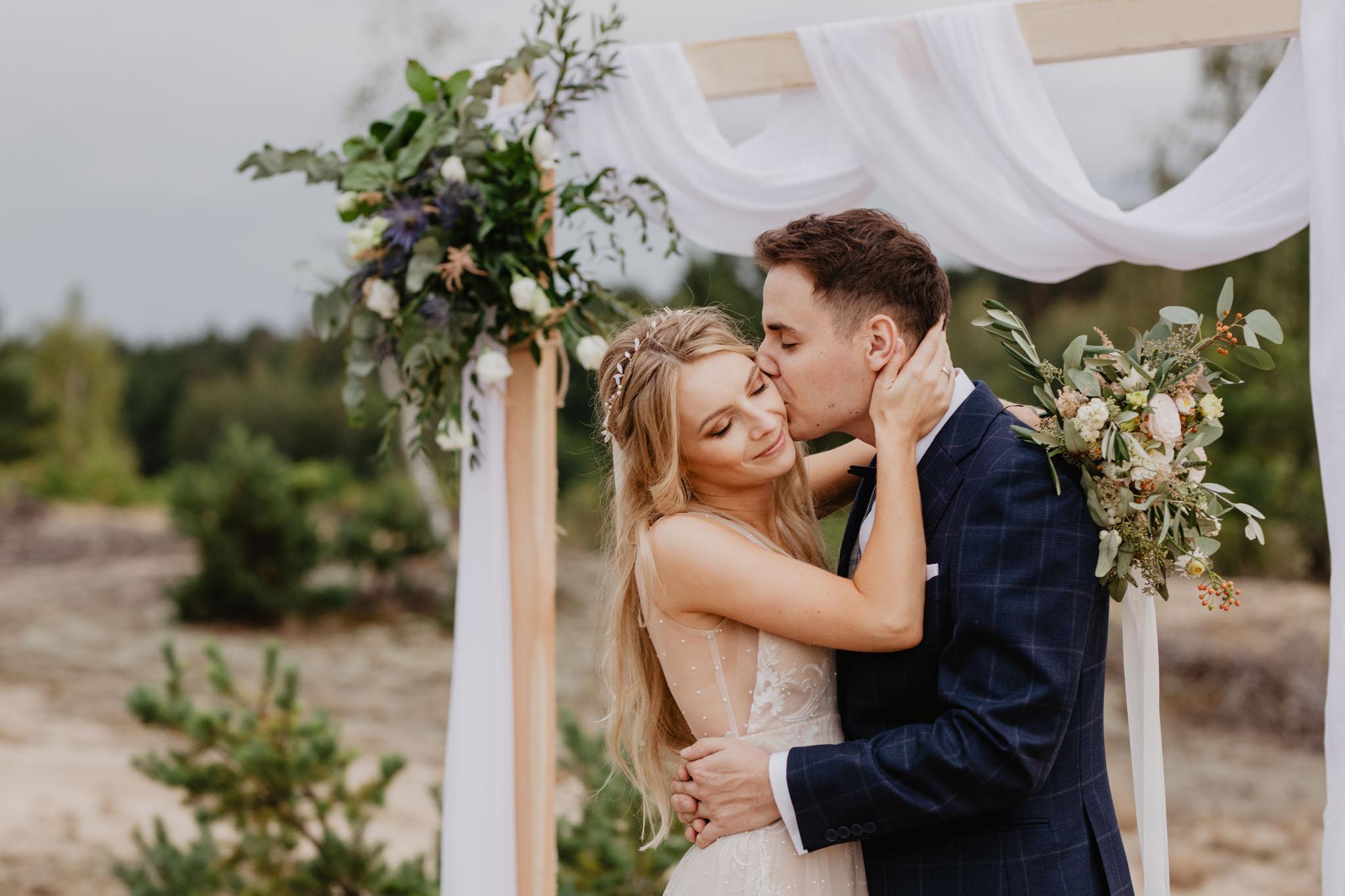 plener ślubny na piasku