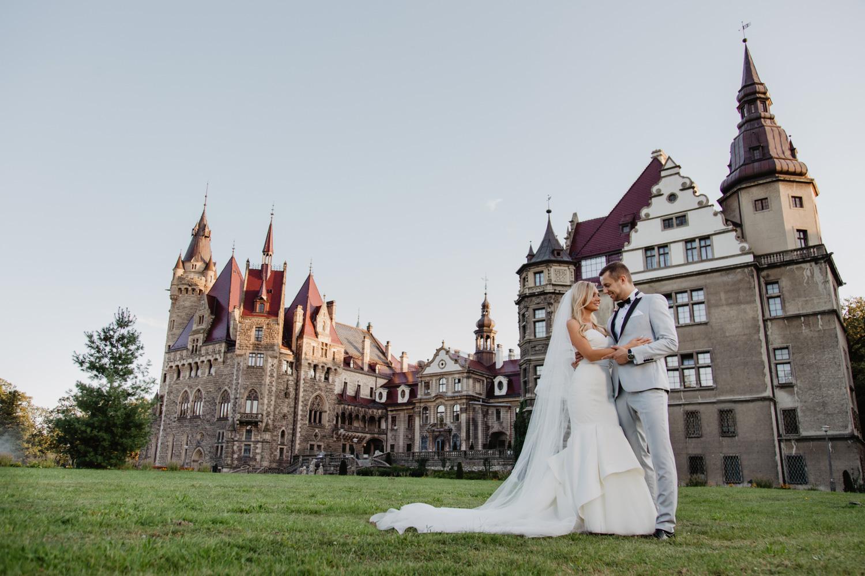 sesja ślubna - Zamek w Mosznej